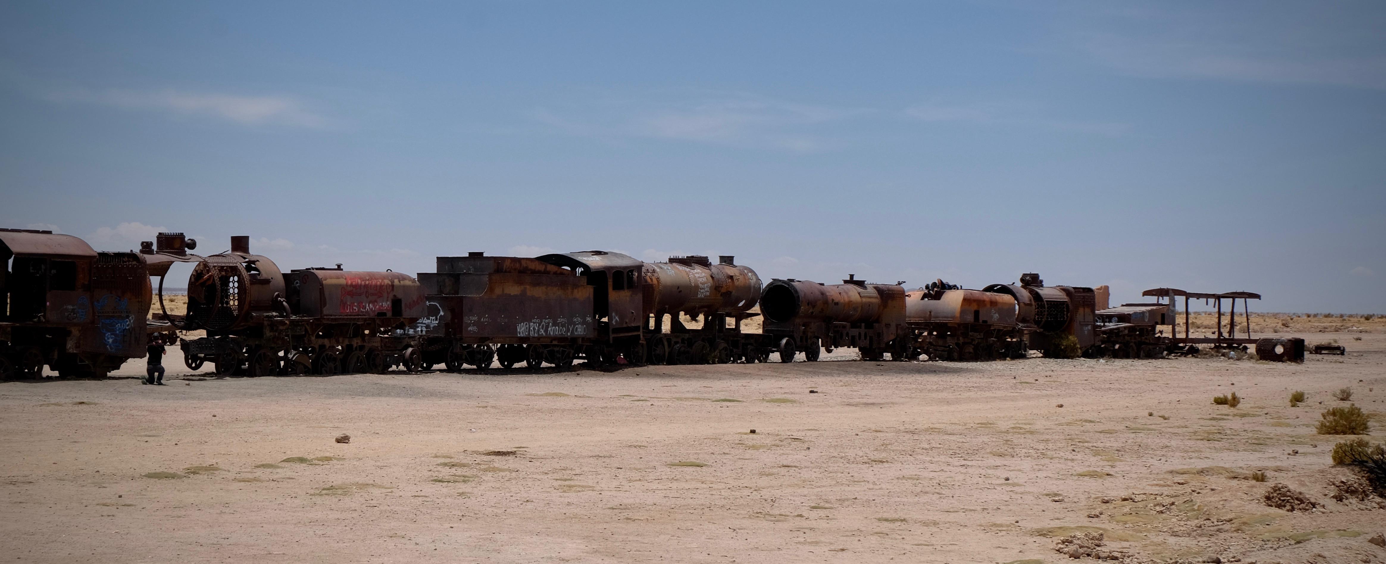 train cemetery Uyuni Bolivia